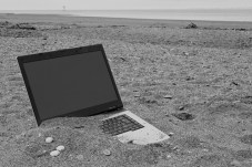 laptop-sand whiteit lonely writer